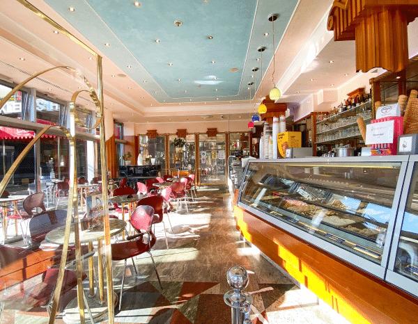 Eiscafé Innen